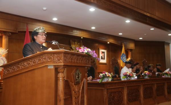 RAPAT PARIPURNA DPRD BADUNG BUPATI GIRI PRASTA SAMPAIKAN LKPJ 2018