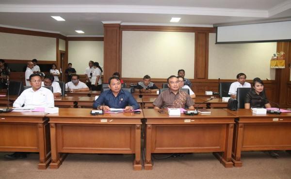 Rapat Kerja Komisi II DPRD Kabupaten Badung dengan OPD