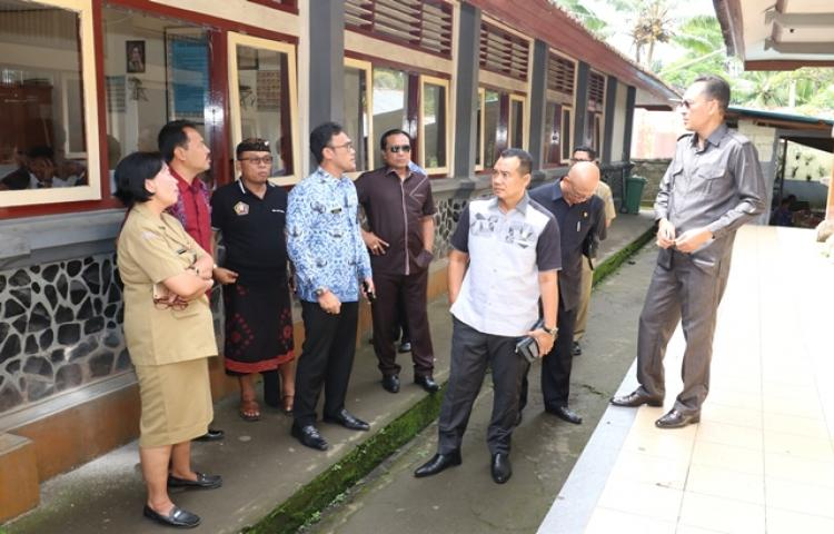 KOMISI IV DPRD Badung Kunjungi SMPN 1 Petang
