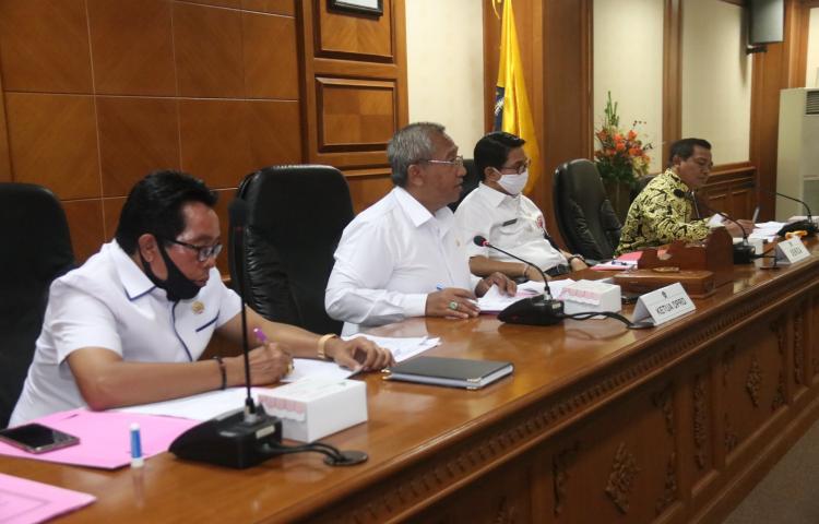 Rapat Koordinasi Terbatas Pimpinan DPRD Kabupaten Badung dengan TAPD yang membahas Penyesuaian APBD Kabupaten Badung Tahun 2020