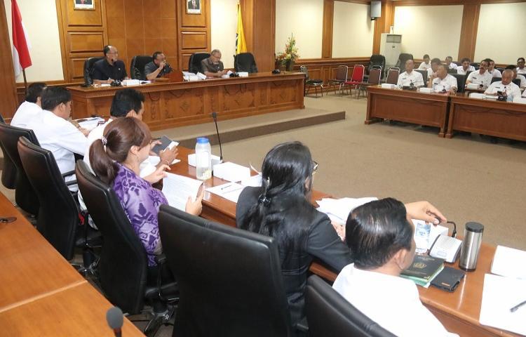 Rapat Pansus Rancangan Perubahan Kedua RPJMD Semesta Berencana